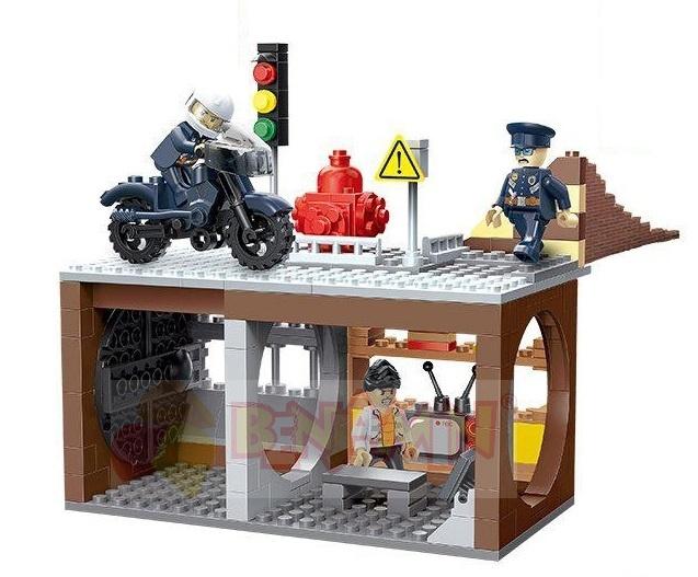 Stavebnice policejní stanice s motorkou 222 ks